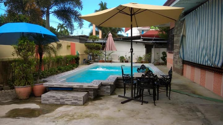 3 bedroom APARTMENT big POOL!!! (5 min from Fields
