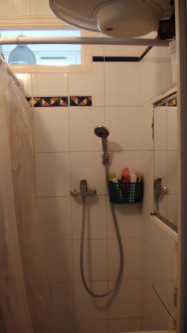 Douche avec rangement