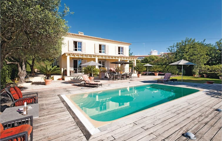 Holiday cottage with 4 bedrooms on 300 m² in Almancil