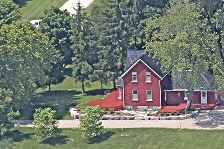 Red Farm House Over Yonder - Meaford - บ้าน