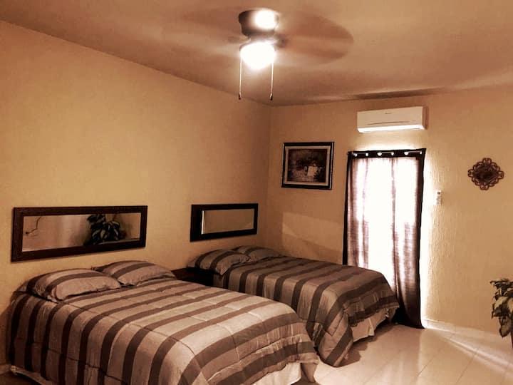 Consulado cerca. Habitación cómoda para 4 personas