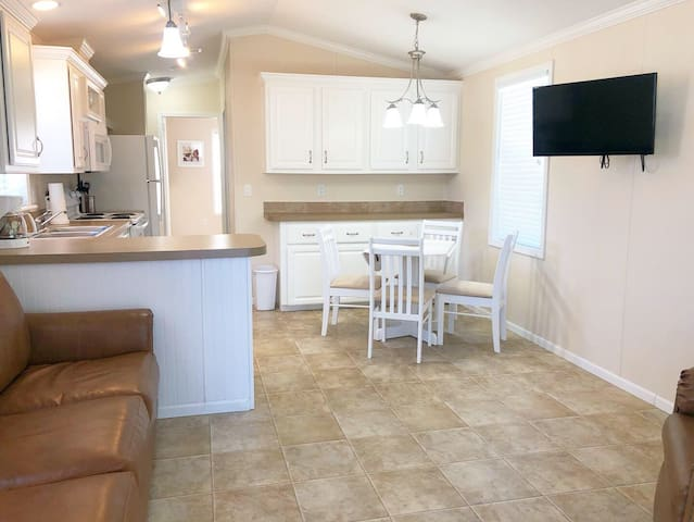 1/1 Cottage Rental in Quiet Bushnell, Florida