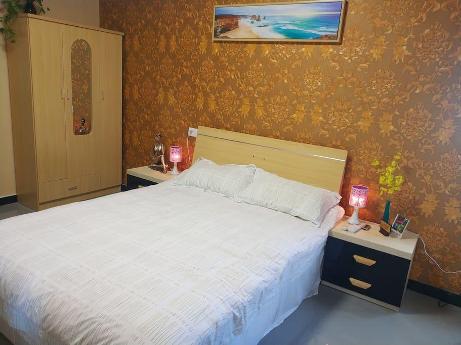 全新风情装饰,星级床上用品。给您舒适夜晚。