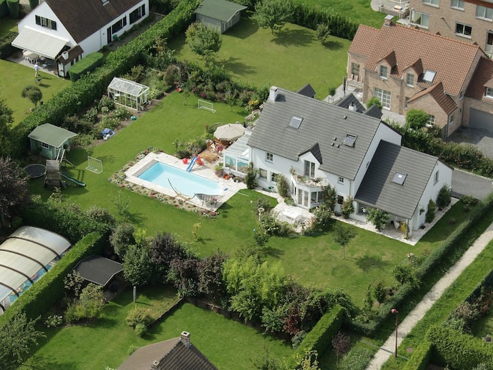 Beautiful villa w swimming pool and large garden