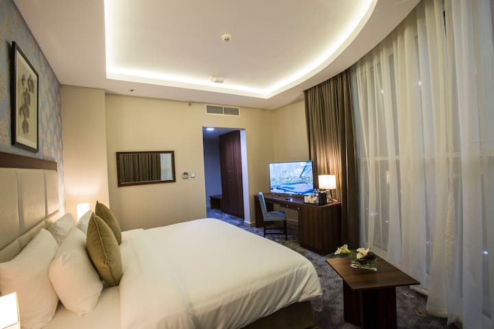 The Town Hotel Qatar Deluxe Room Twin Bed