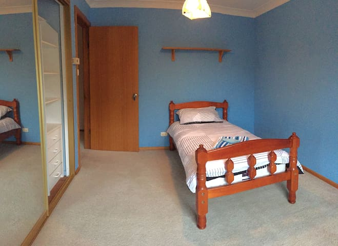 Single room 7 mins to Train station - Panania