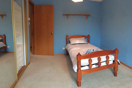 Single room 7 mins to Train station - Panania - Dom