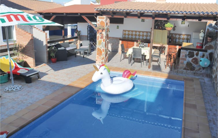 Holiday cottage with 3 bedrooms on 151m² in Villafranco del Guada.