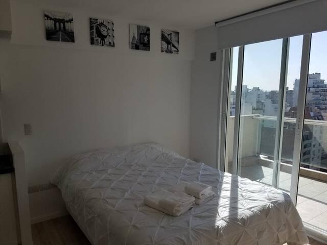 Cómodo apartamento con vista parcial al rio
