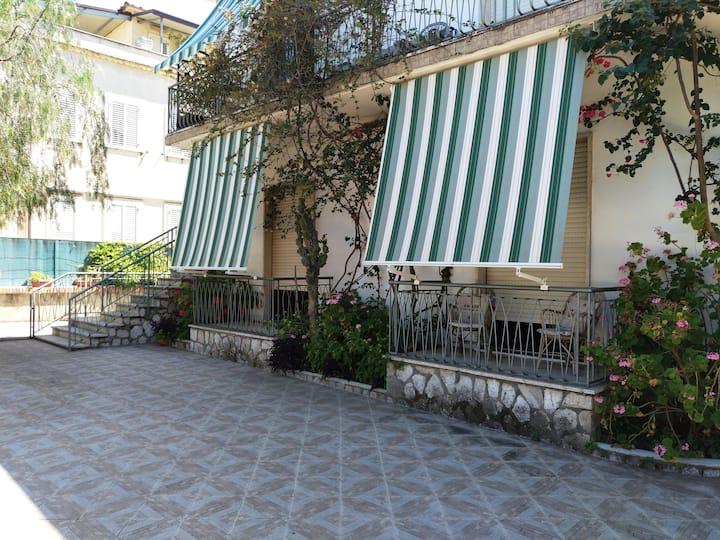 Scauri Minturno (LT) - Villa - App.to ARANCIO