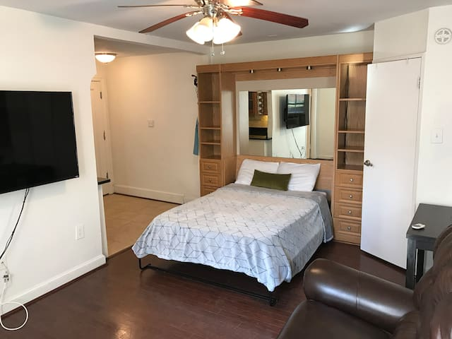 Cozy quiet studio near Georgetown - Washington - Apto. en complejo residencial
