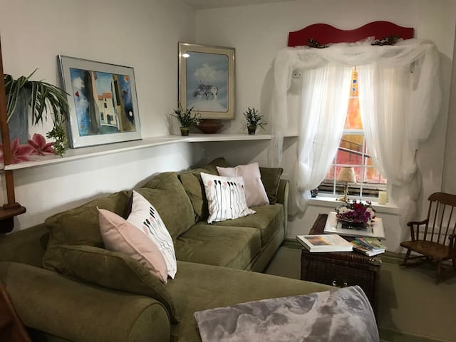 Garden Apartment (In-Law) HOMEY  COZY QUIET