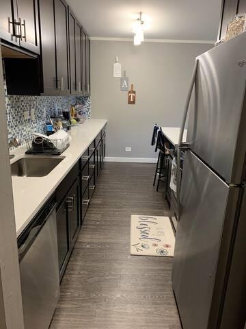 Clean and Cozy Beautiful Carol Stream Apartment