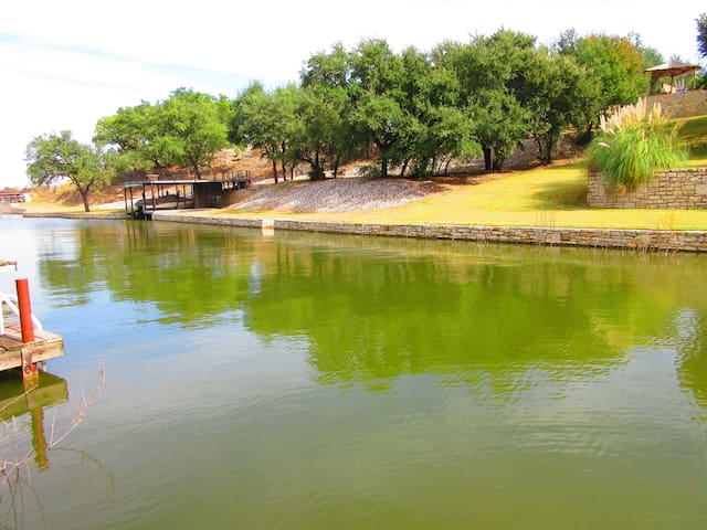 Secluded lake house w/ 2-story boat dock & trees. - Granbury