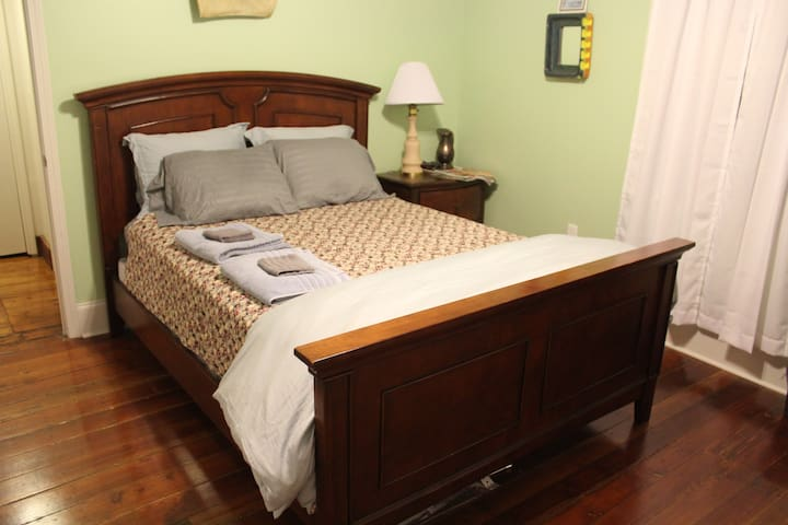 Private entrance! Cozy queen bed in New Orleans