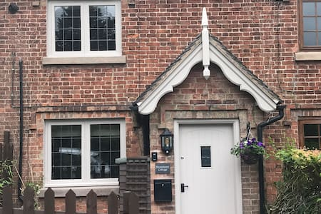 Character Country Cottage in Ashbourne, Derbyshire