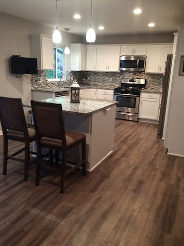 Newly remodeled house! Great living and location! - Eagan