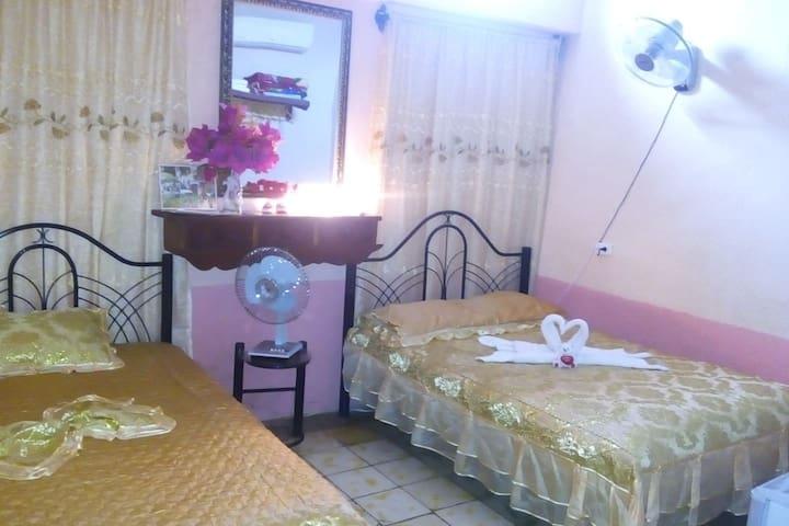 Habitación económica Hostal Los Jimaguas wifi