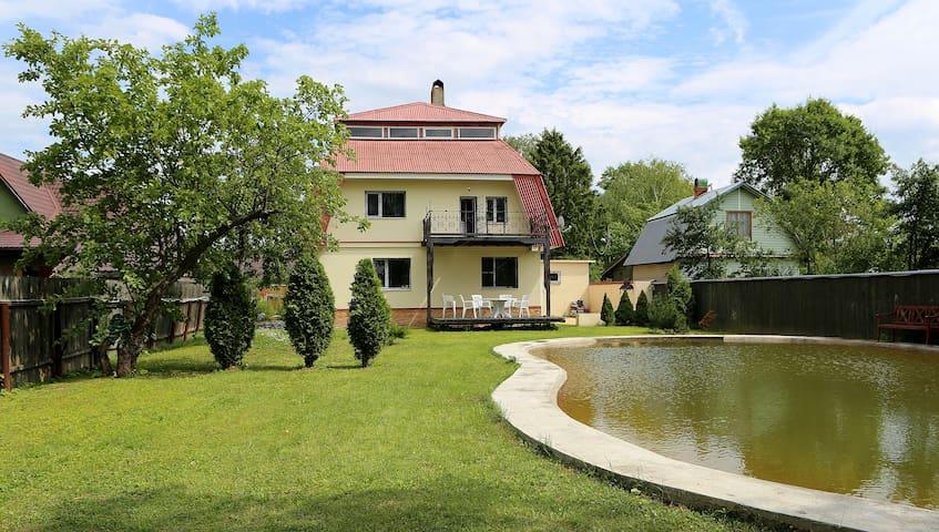Уютный дом с прудом для большой семьи. - VIMS - Huis