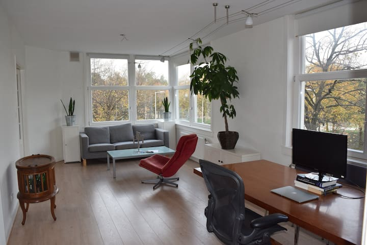Bright park view apartment in Amsterdam West