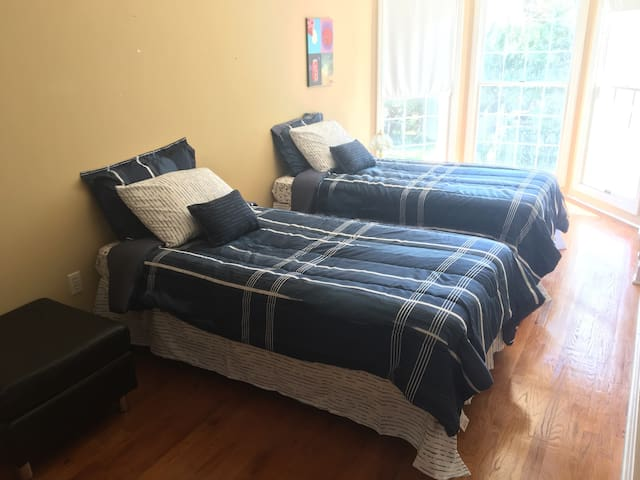 Private room and bath 5 min walk from PSU