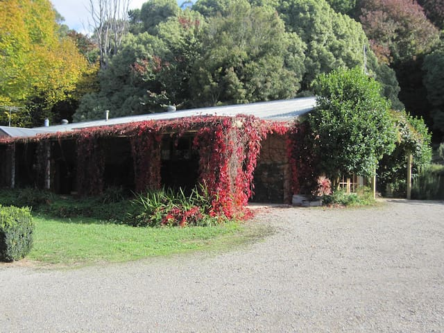 THE CHERRY BLOSSOM @ Dandenong Ranges Cottages