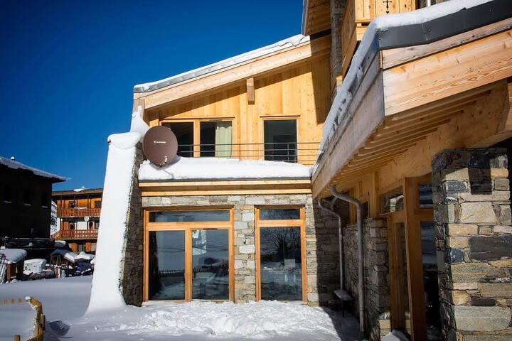 NEW Alpinium II stylish mountain chalet in Tignes