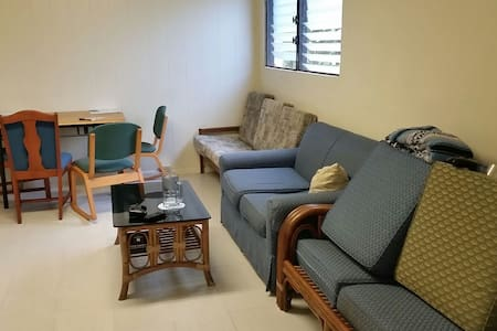 Comfy Couch. Great Location. - Honolulu - House