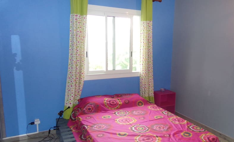 Bedroom with one double bed. View on the ocean. - Le Bernica