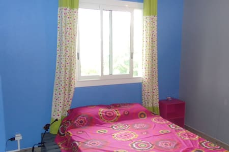 Bedroom with one double bed. View on the ocean. - Le Bernica - Bed & Breakfast