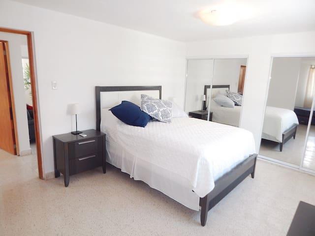 Bed Room 1, Queen bed