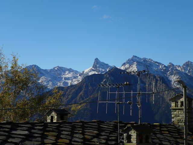 Chaleureux appartement dans un village de montagne - Sommarese - Leilighet