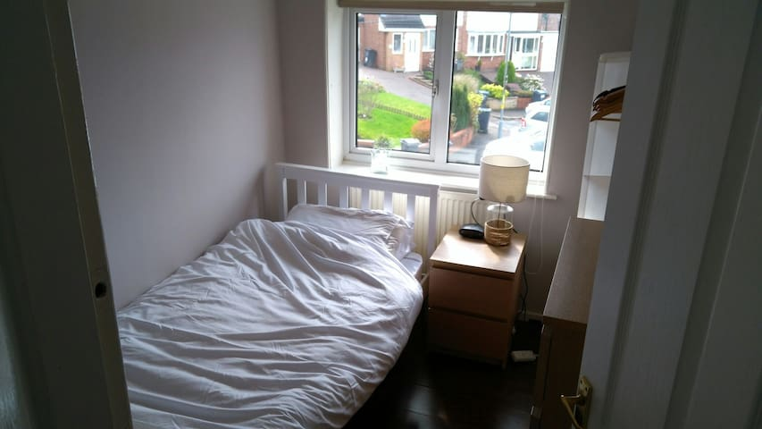 Quiet cul  de sac, amazing shower, Single  Room - birmingham  - Casa