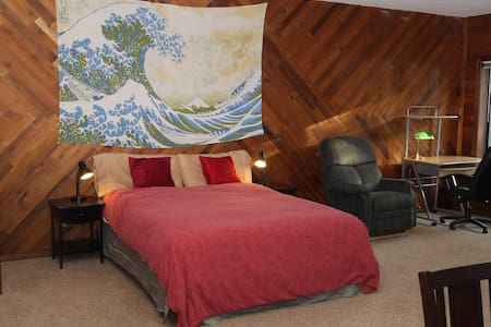 Sweet Suite at the Eastside Manor--Quiet & Private - Portland - Casa