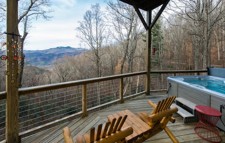 Treehaven...A Magical Mountain Retreat with Views, Upscale Decor, Hot Tub!