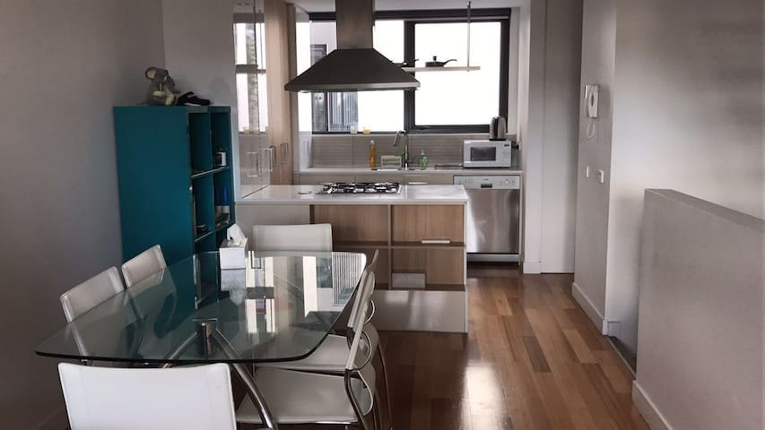 3 levels townhouse in Docklands, close to CBD - Доклендс - Таунхаус