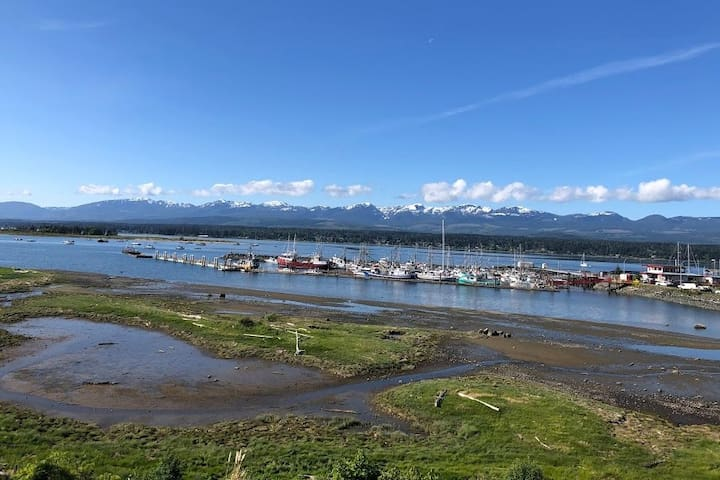 Waterfront Suite in the Heart of Comox
