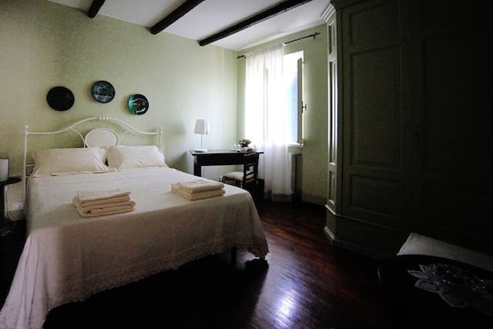 Lovely room in a cousy farmhouse - SM - Bed & Breakfast