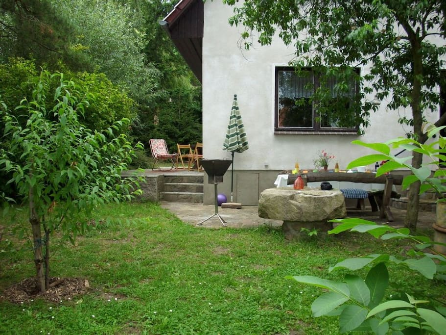 Garten mit 2 Terrassen
