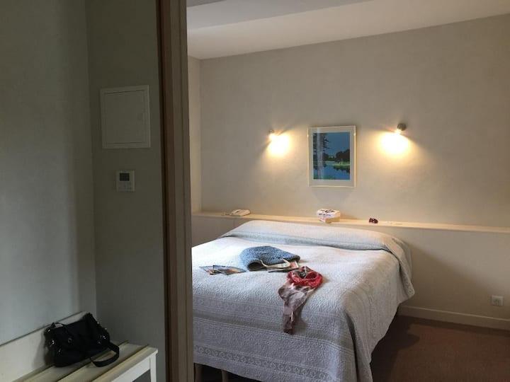 Chambre particulière dans un Hôtel 03