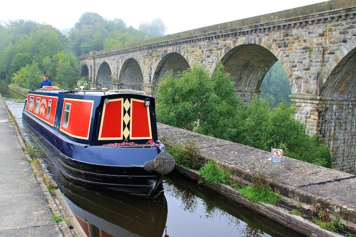 Floating Holidays, Narrowboat Columbina, Sleeps 6