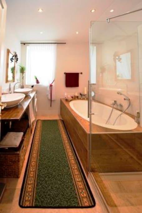 Gönn Dir eine Dusche oder eine Badewanne