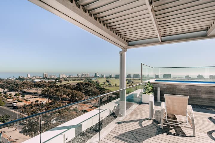 Upmarket Legacy Apartment in Trendy Green Point.