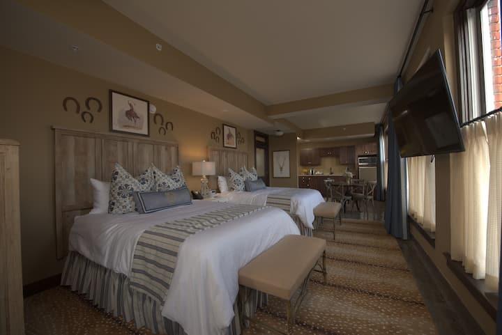 Frontier Hotel Osage Double Queen Room