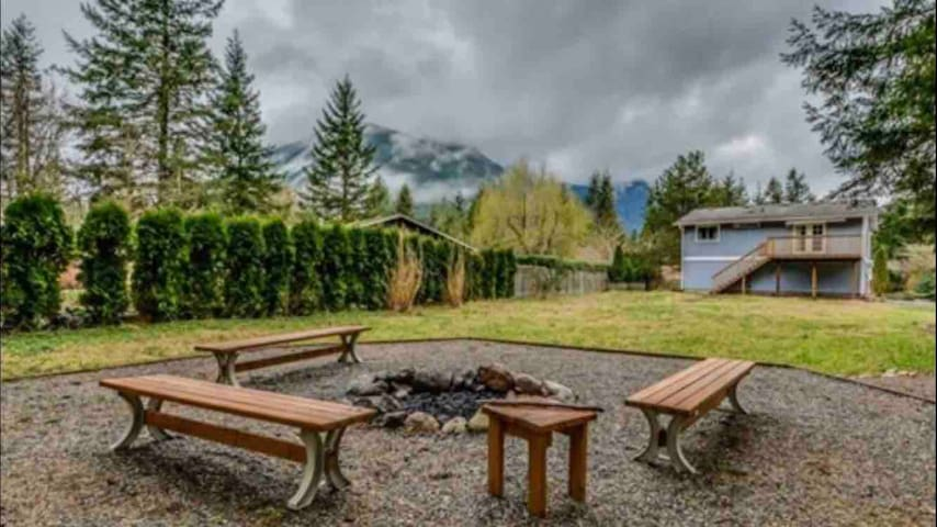 Private North Bend Home Blocks from I-90