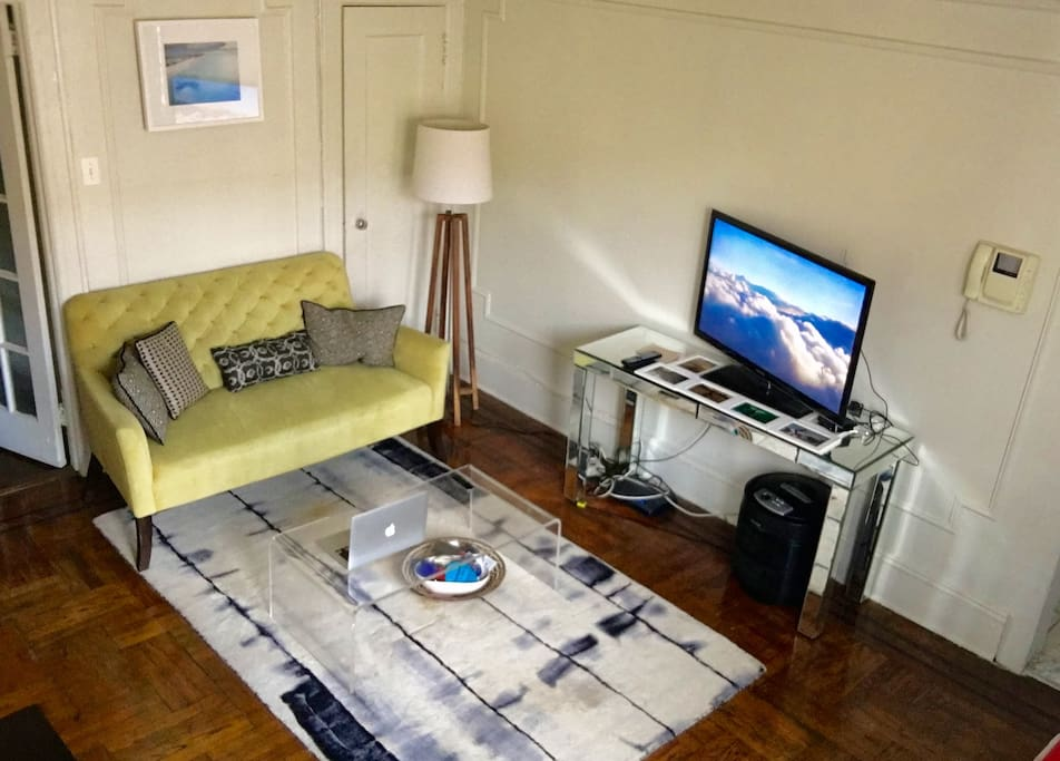 Settee with TV - Wifi access and Apple TV