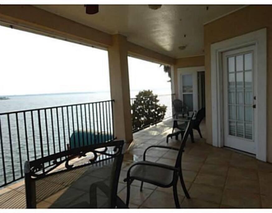 Upstairs outdoor balcony