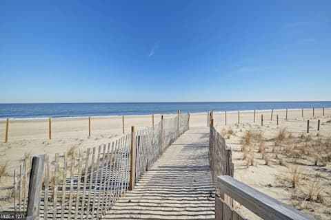 Walk to the Beach! Completely renovated. Sleeps 7