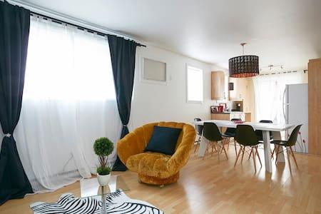 Superbes chambres,piscine chauffée,famille idéal!! - 拉瓦勒(Laval) - 公寓