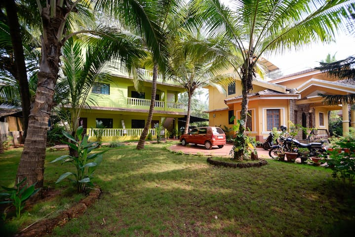 Deluxe Studio with Garden, walkable to Colva beach